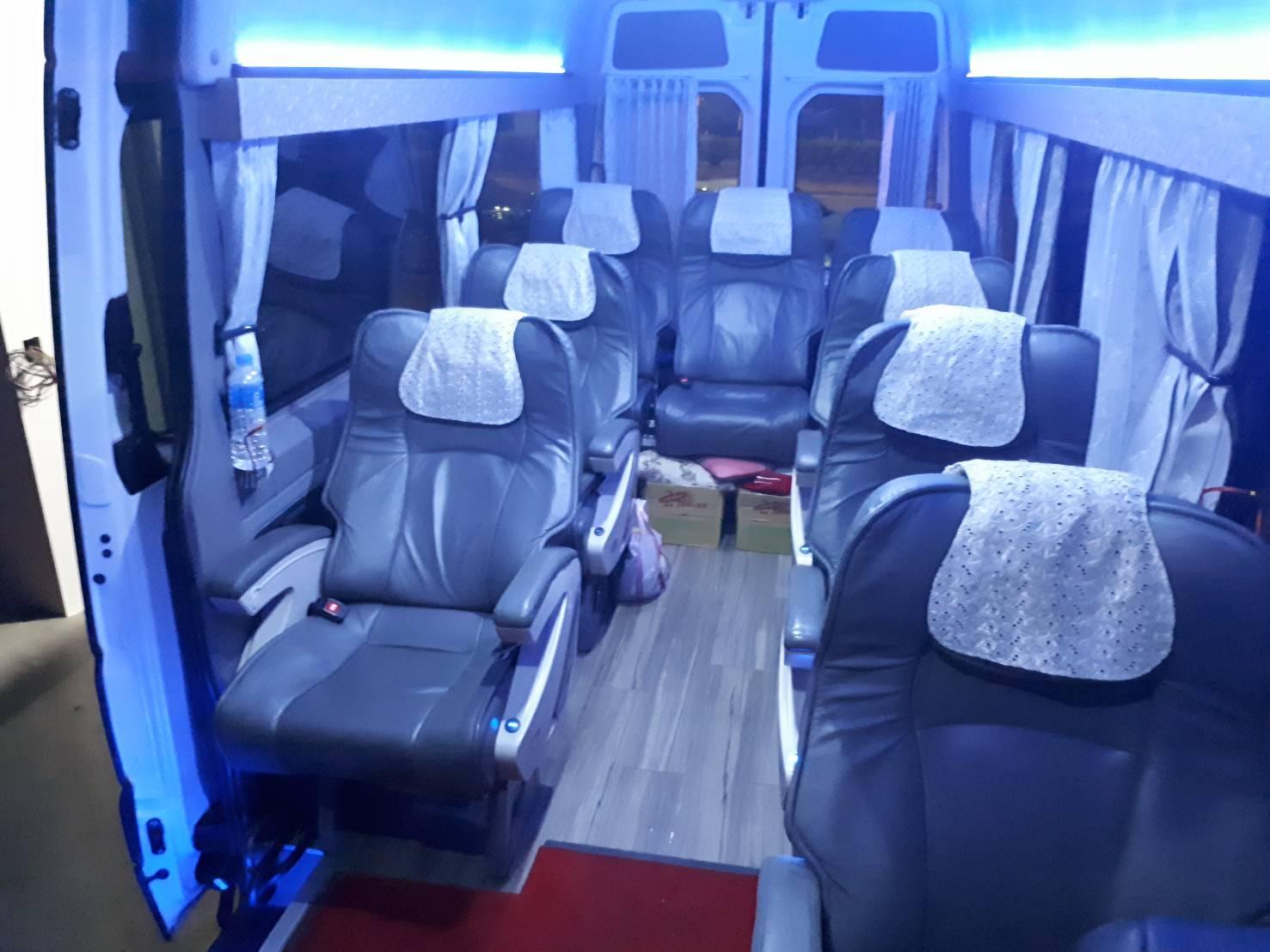 12人座包車旅遊賓士-遨遊包車